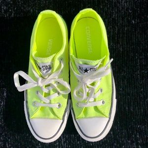 Converse Chuck Taylor sneakers 5.5 Neon yellow 🖤